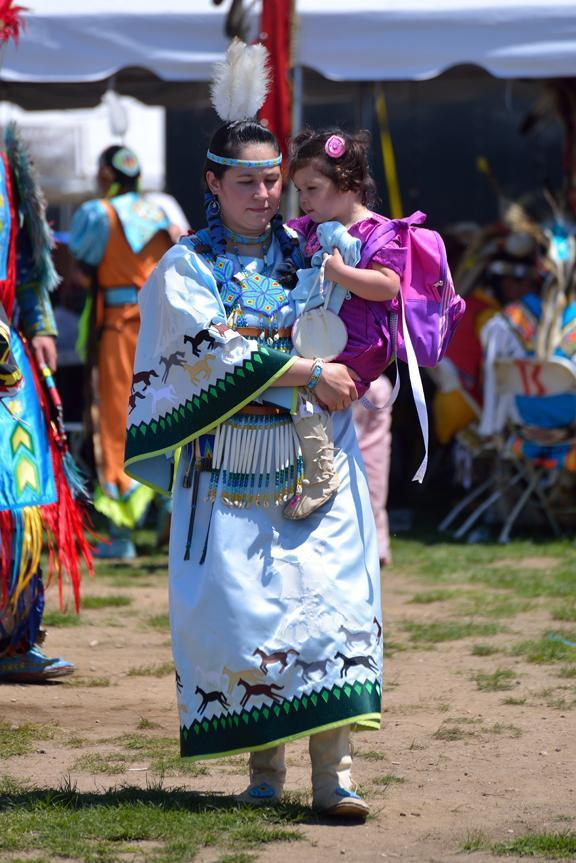 mother_and_child_at_powwow